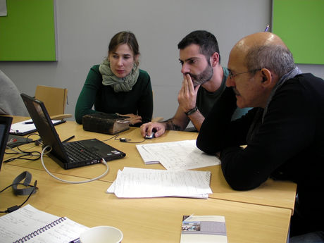 George Boudalis discussing features of the survey form with participants